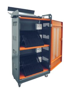 Навесной шкаф с розетками для зарядки 30 планшетов